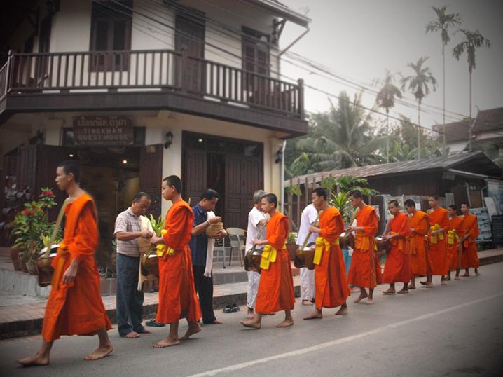 Tak Bat i Luang Prabang i Laos