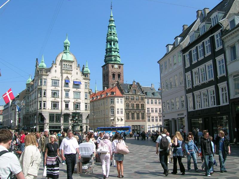 713a030eeb0 Strøget i København er altid tætpakket med mennesker