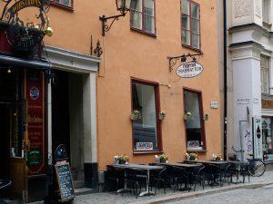 En af mange caféer i bydelen